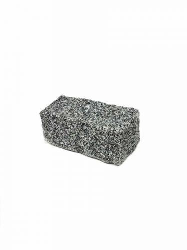 Adoquines granito gris 10x20x10 mojado