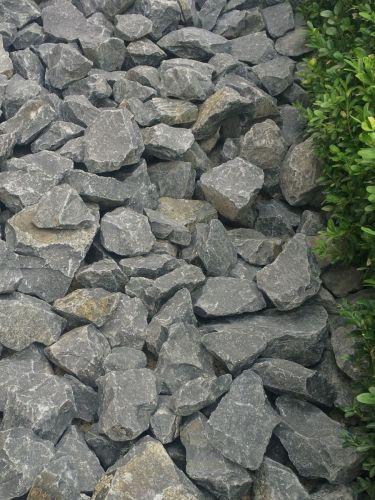 Basalt breuksteen 50 - 80 aangelegd