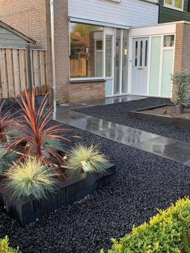 Basalt split 16 - 32mm aangelegde tuin