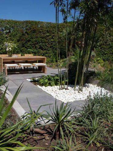 Bolo Blanco de mármol 40 - 100mm instalado en jardín