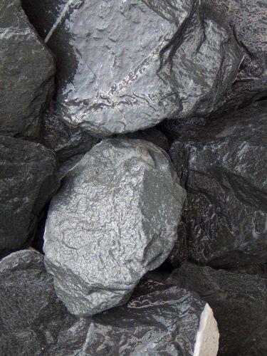 Canadian Slate Bruchsteine schwarz 60 - 180mm nass