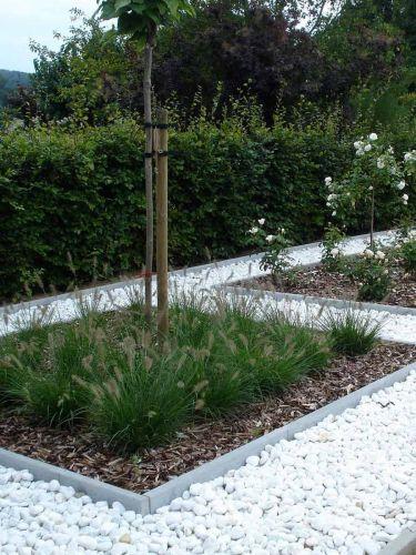 Crystal White grind 40 - 60 aangelegde tuin