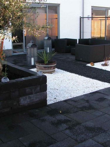 Crystal White split 9 -12mm aangelegde moderne tuin