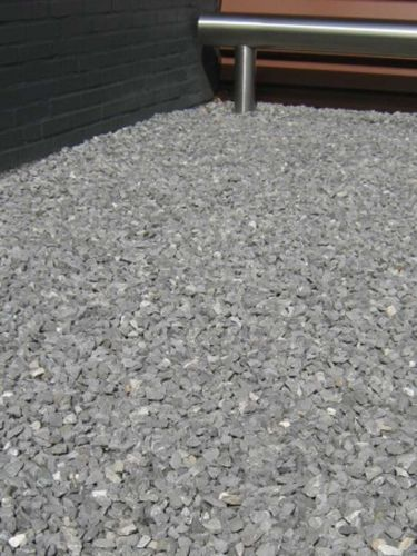 Doornikse kalksteen split 14 - 20mm aangelegd