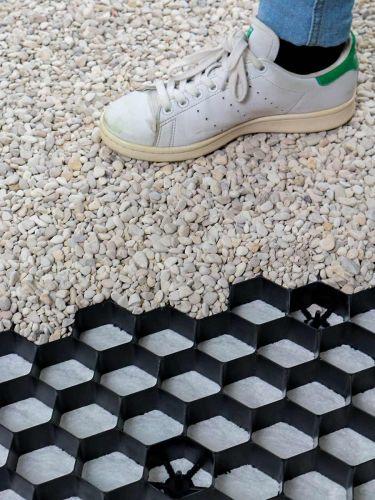Geoceldas EuroGravel PLUS caminar sobre grava de manera cómoda