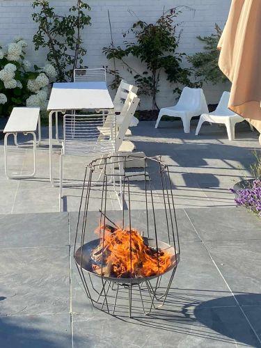 Mood&Fire Feuerschale HIGH auf Terrasse (Farbe bei Lieferung)