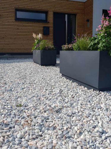 Grava Rosa Glacial 14 - 25mm jardin instalada