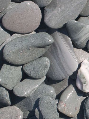 Flat Pebbles grün 30 - 60mm naß