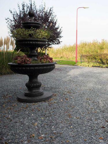Flat Pebbles zwart 15 - 30 mm aangelegde tuin