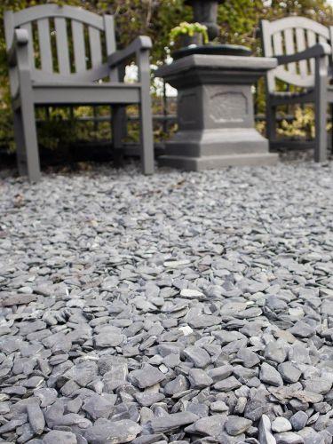 Flat Pebbles zwart 15 – 30mm aangelegde tuin