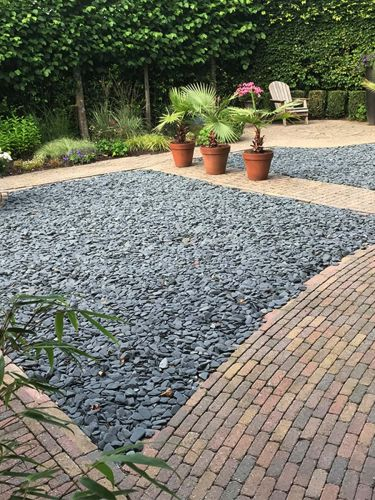 Flat Pebbles zwart 30 – 60mm (3 - 6cm) aangelegde siertuin