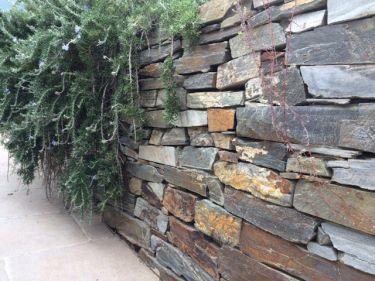 Muurstenen kwartsiet, los gestapelde tuinmuur