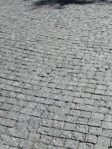 Kopfsteinpflaster Granit anthrazit 8 - 10 verlegt