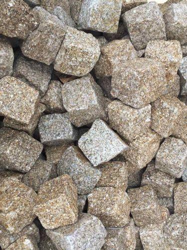 Kopfsteinpflaster Granit gelb 8 - 10cm nass