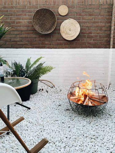 Marmorkies Weiß verlegt mit der Mood&Fire Feuerschale LOW