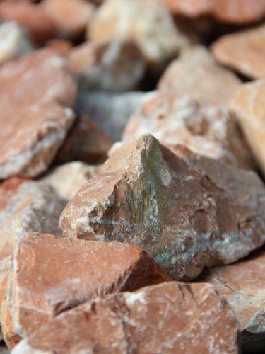 Marmor Rot Bruchsteine 40 - 80mm close