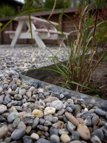 Bordura Multi-Edge METAL galvanizada en jardín