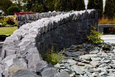 Mauersteine Schiefer schwarz
