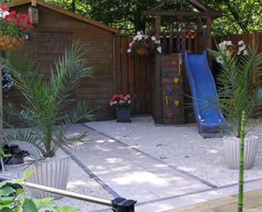 Een kindvriendelijke tuin met grind of split