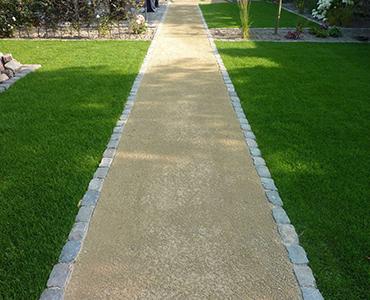 Hoe leg ik een tuinpad, oprit of parkeerplaats met grind of split aan?