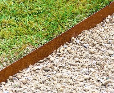 Rasenkanten aus Metall: clever und schnell!