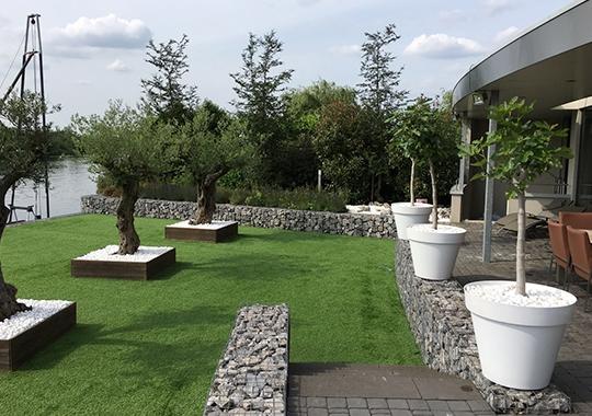 der designergarten mit carrara kies und ardenner bruchsteine
