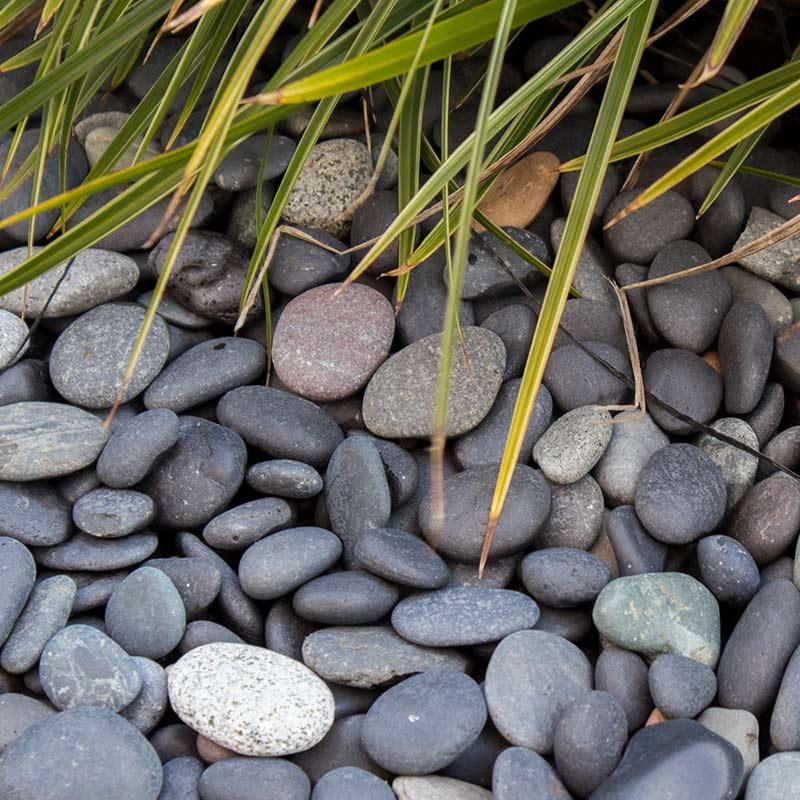 Beach pebbles schwarz