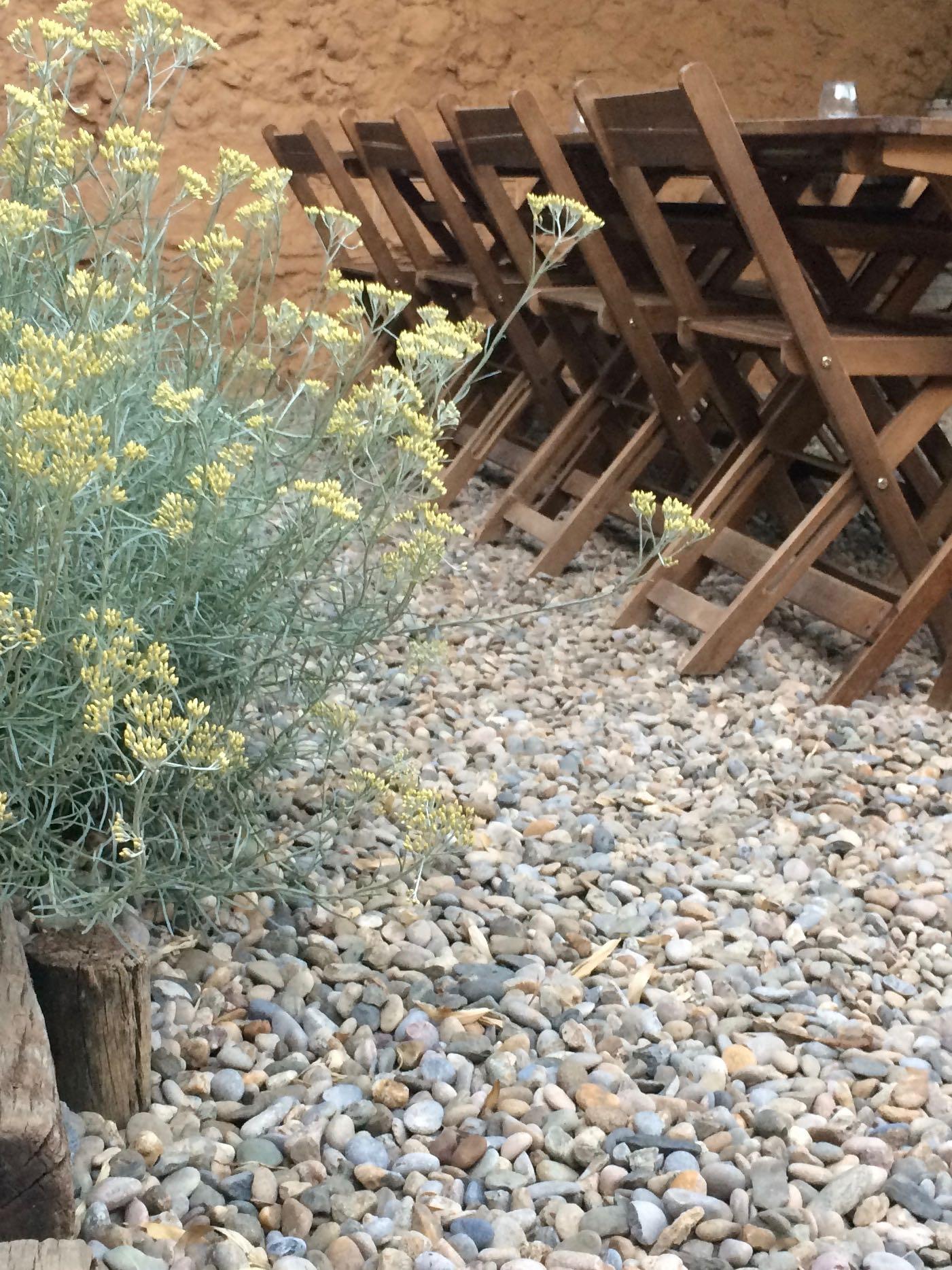 Jardín con piedras naturales